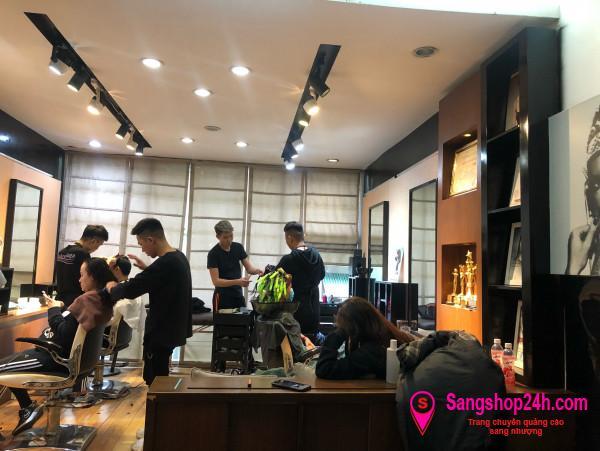 Cần sang nhanh salon tóc ở trung tâm quận Hoàn Kiếm, Hà Nội.