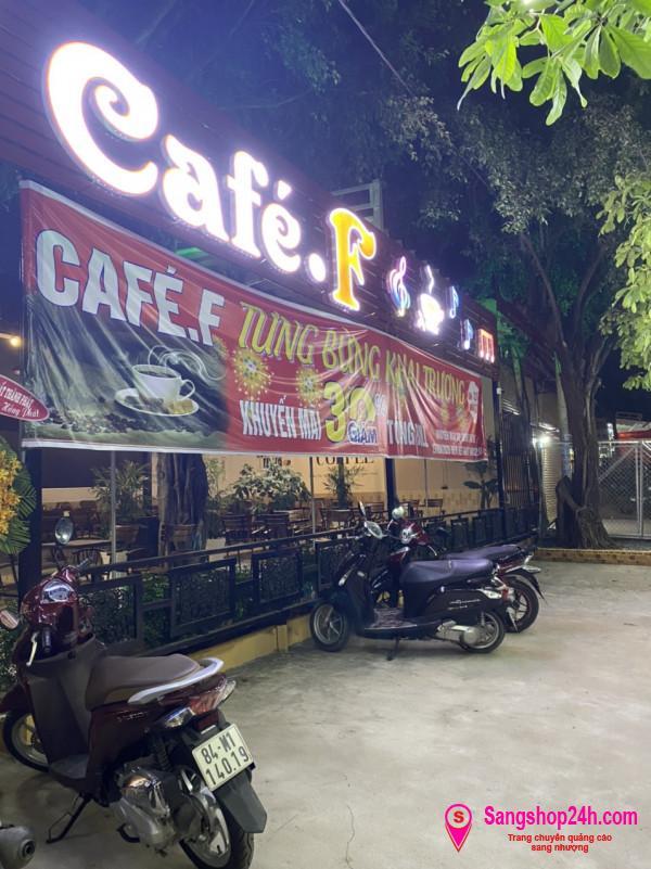 Sang nhượng quán cafe sân vườn, nằm ở khu dân cư Vĩnh Lộc, quận Bình Tân.