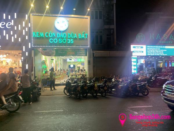Sang nhượng quán kem dừa Côn Đảo nằm mặt tiền đường Phan Văn Trị, phường 5, quận Gò Vấp.
